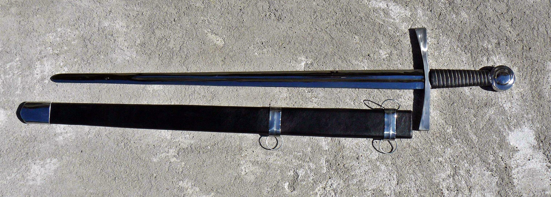 Miecz w pochwie